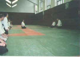 Вручение Петру Ивановичу первого дана от Йоджи Фуджимото (8 дан Айкикай) Джорджио Венери (6 дан Айкикай)